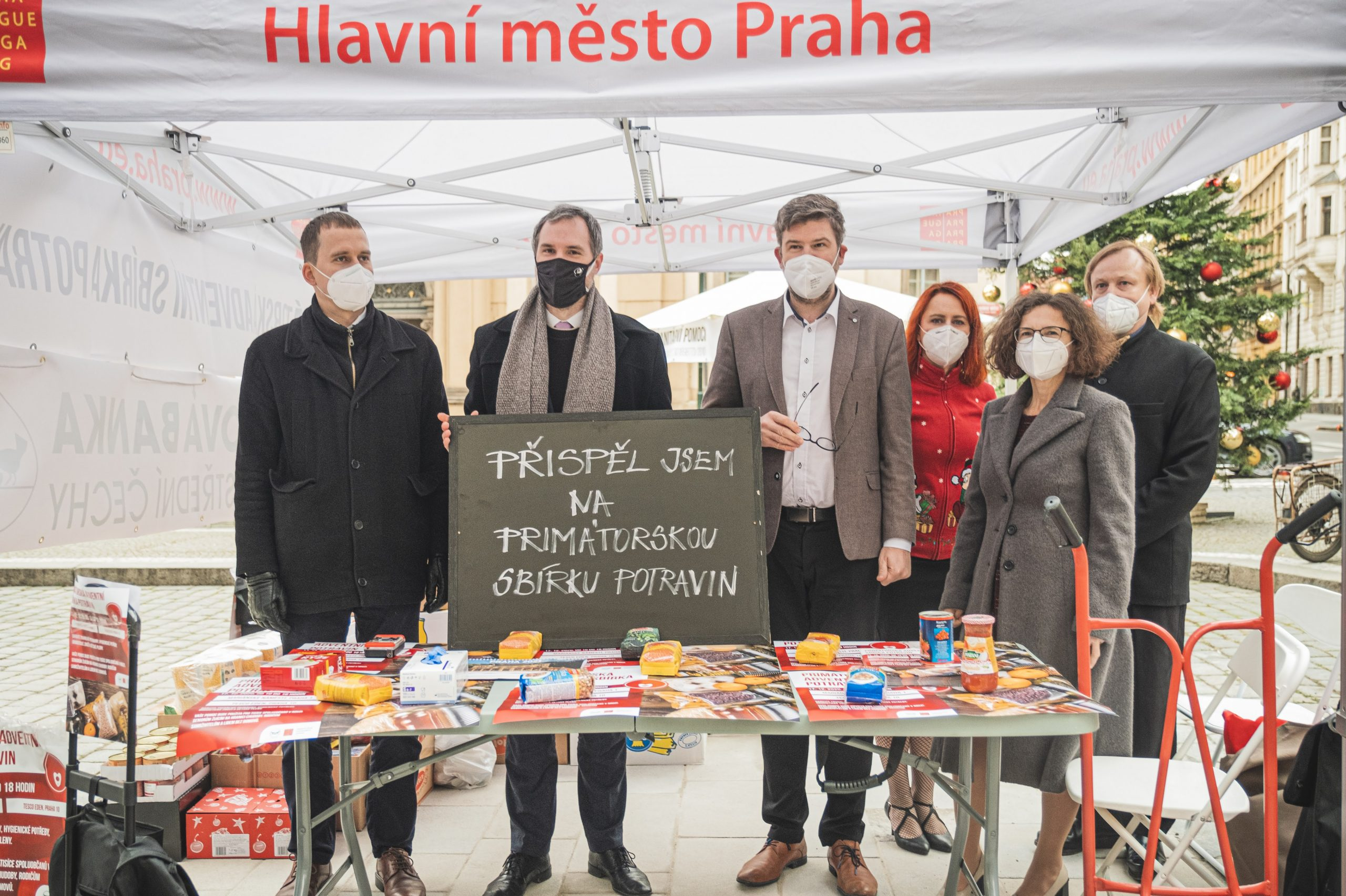Prague officials at the The Mayor's food collection